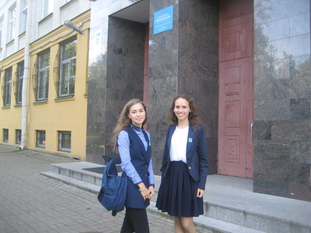 Ученицы газпромовского класса школы №330 - Ася Мясникова и Ира Голубева.