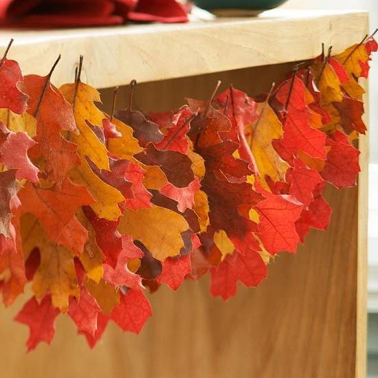 И еще один вариант гирлянды из кленовых листьев