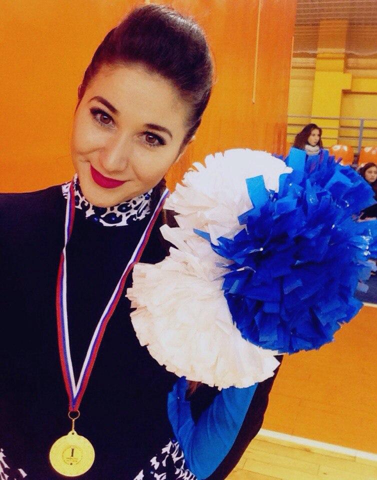 Ксения Титова - не только черлидер, но и тренер юных спортсменок.