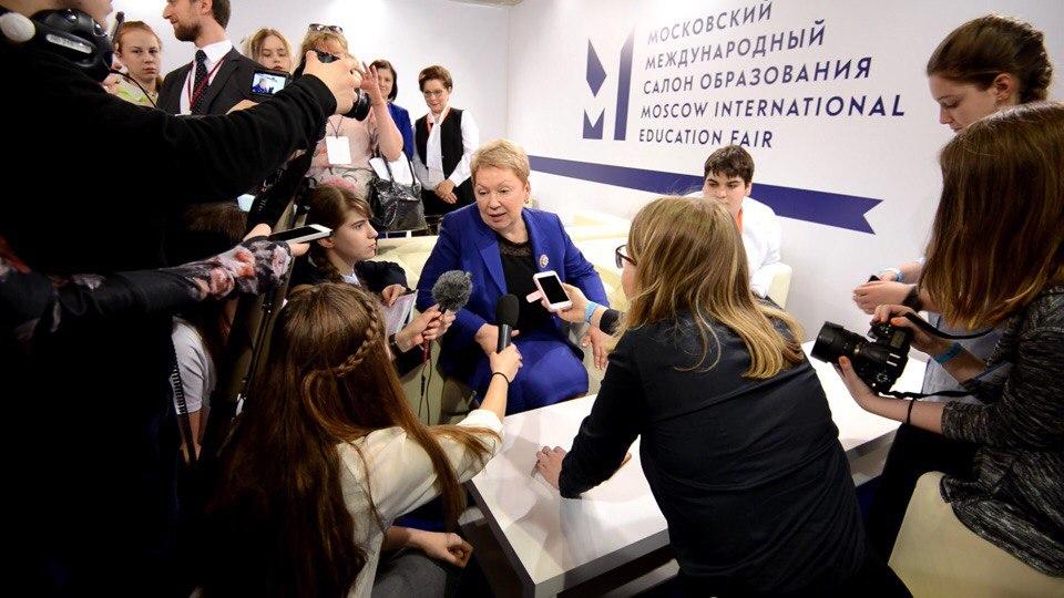 Алина берет интервью у министра образования и науки РФ Ольги Васильевой
