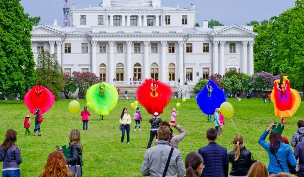 Festival-ulichnyh-teatrov-Elagin-park-v-Sankt-Peterburge_glav9