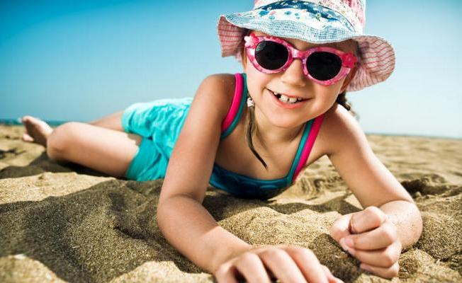С какого возраста можно носить солнцезащитные очки детям