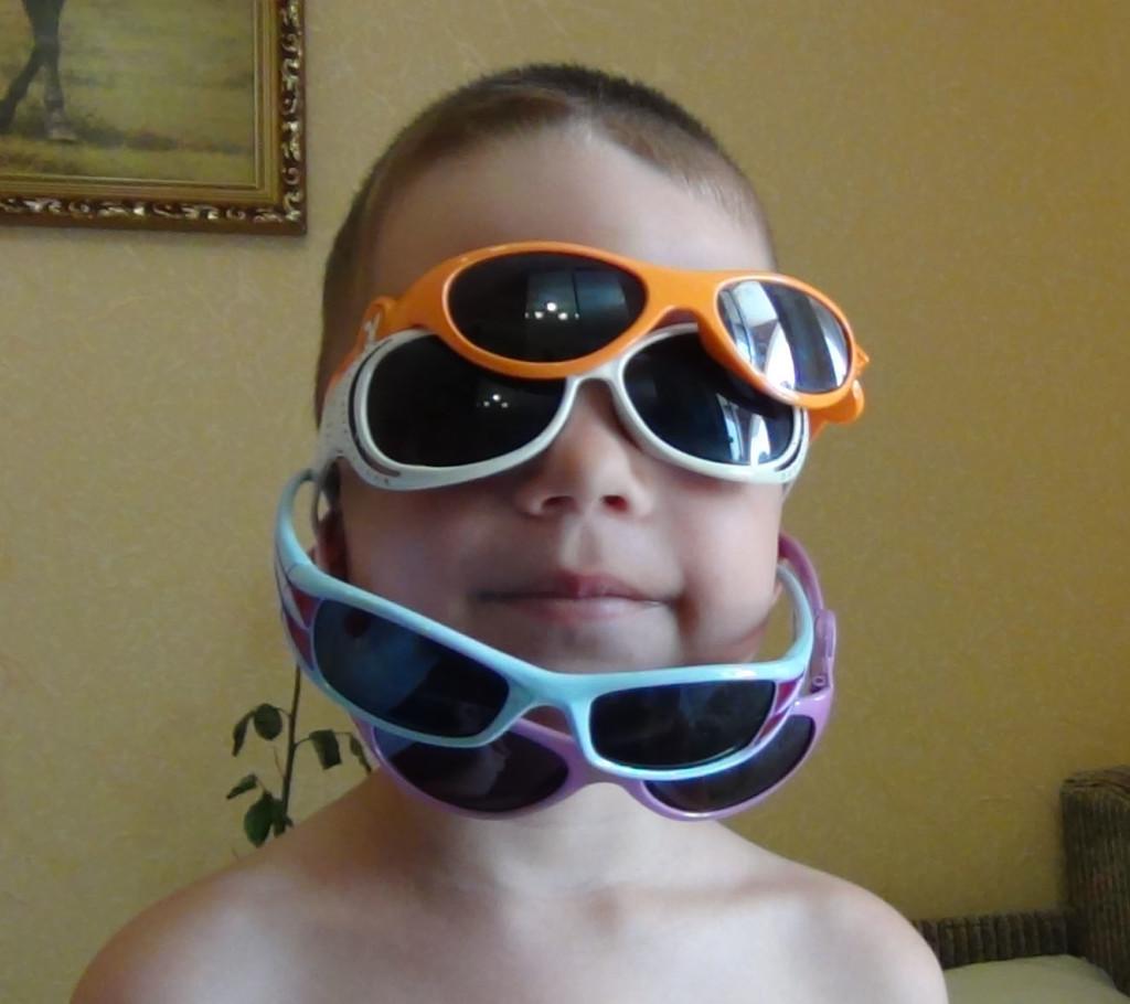 Выбираем солнцезащитные очки ребенку