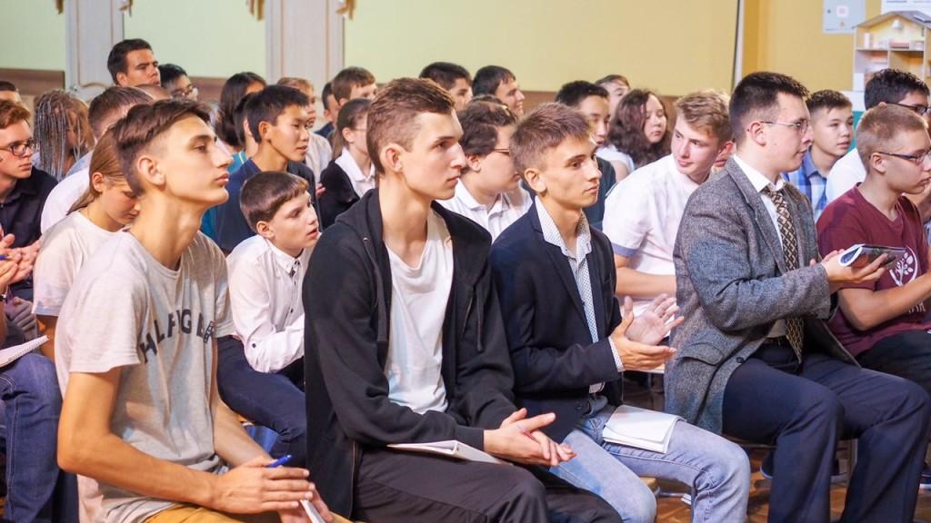 Шесть обучающихся и педагог Центра детско-юношеского технического творчества и информационных технологий Пушкинского района отправились во Всероссийский детский центр «Океан»,