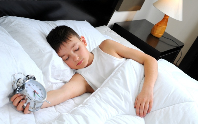 У ребенка температура во сне нужно ли будить
