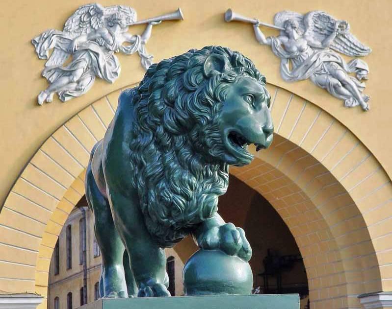 Необычные и неофициальные праздники октября: как отмечать. День улыбающихся каменных львов