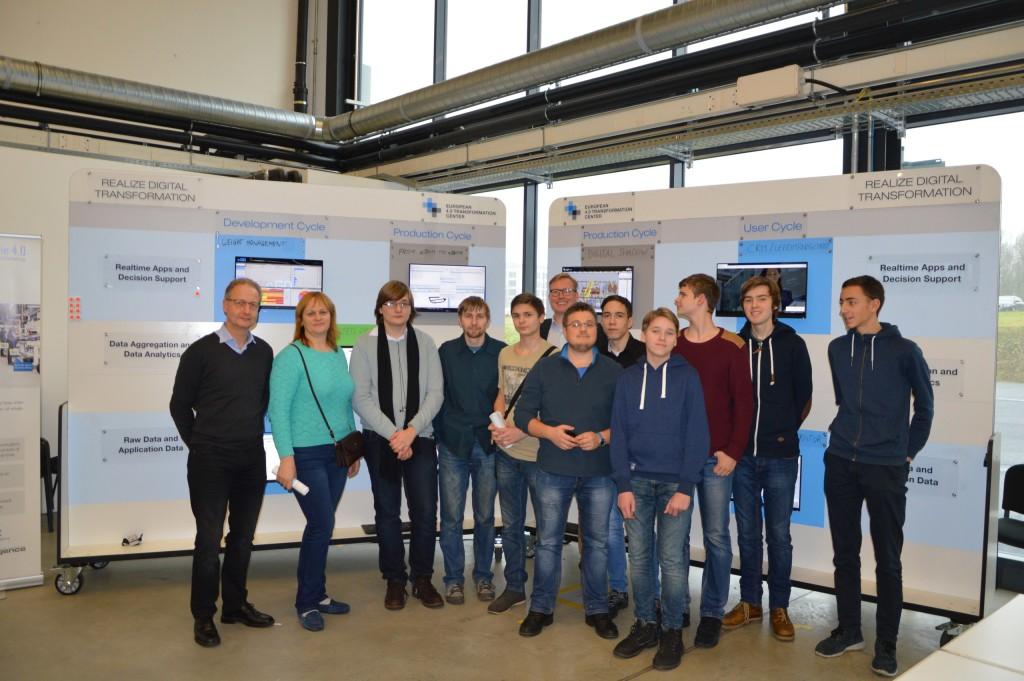 С 18 по 23 декабря обучающиеся и педагоги ЦДЮТТиИТ Пушкинского района СПБ проходили недельную стажировку по компетенции «Интернет вещей» в городе Раттинген (Германия).