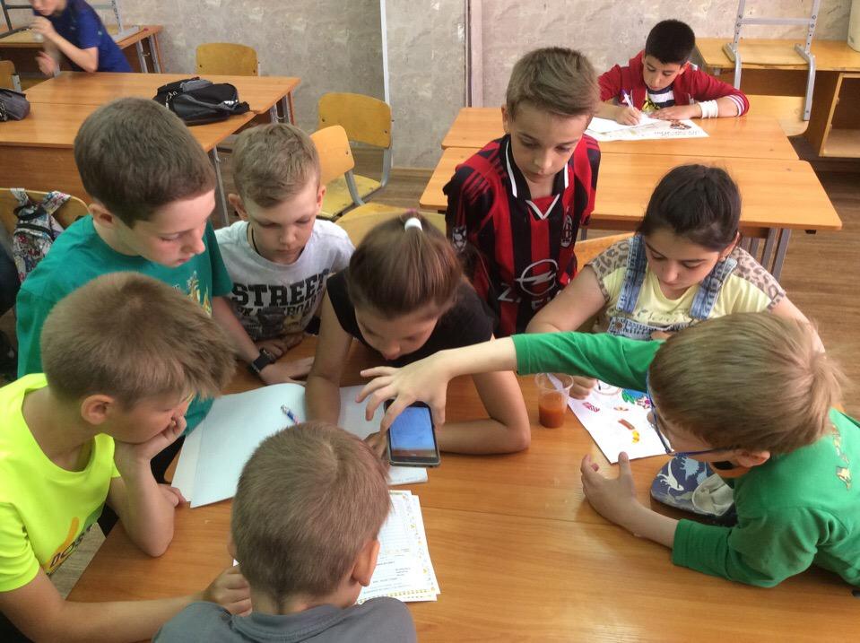 Лагерь «Солнышко» расположился на базе школы № 459 в поселке Шушары.
