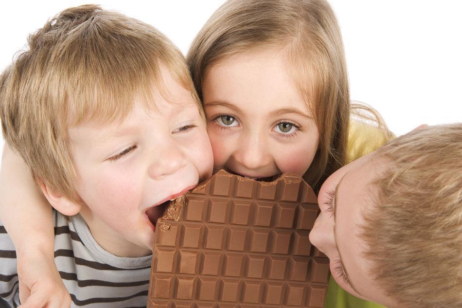 Кормите подростков шоколадом