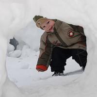 Зимние игры на улице с малышом 2-4-х лет