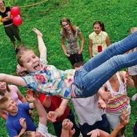 Почти 2 миллиарда рублей потратят на организацию отдыха юных петербуржцев