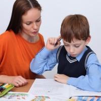 Нужно ли помогать ребенку делать домашнее задание?