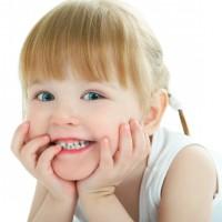Надо ли лечить зубы малышам