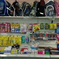 Собираем ребенка в школу: где купить форму, рюкзак и канцелярские товары