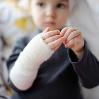 Самые распространенные детские травмы, как избежать и что делать