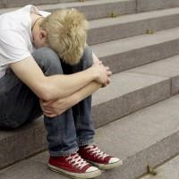 Детский суицид: что в поведении подростка должно насторожить родителей?