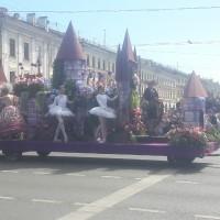 Цветочные фантазии в День России